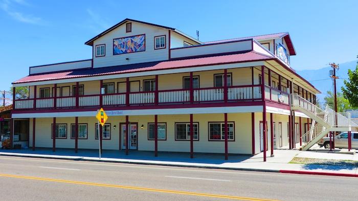 lone pine hostel